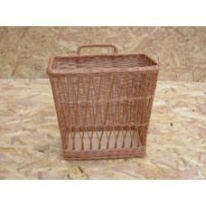 Proutěný košík na noviny