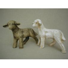 Keramická ovce stojící, tmavá