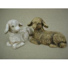 Keramická ovečka ležící, tmavá