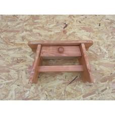 Dřevěná stolička se šuplíkem